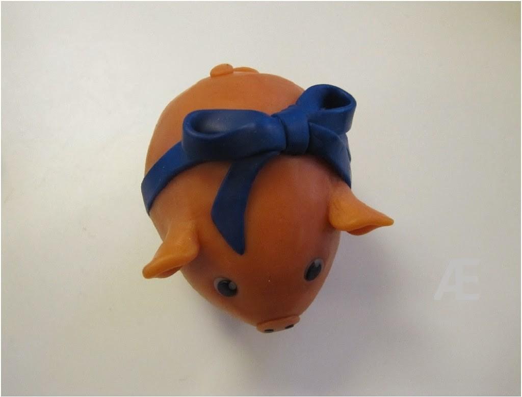 Hjemmelavet jule gris af cernit eller fimo ler