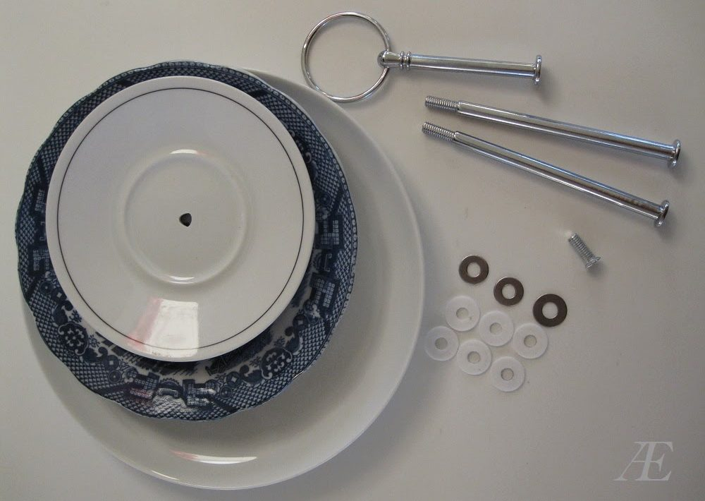 Alt man skal bruge til et 3-delt kagefad - tallerkner og håndtag