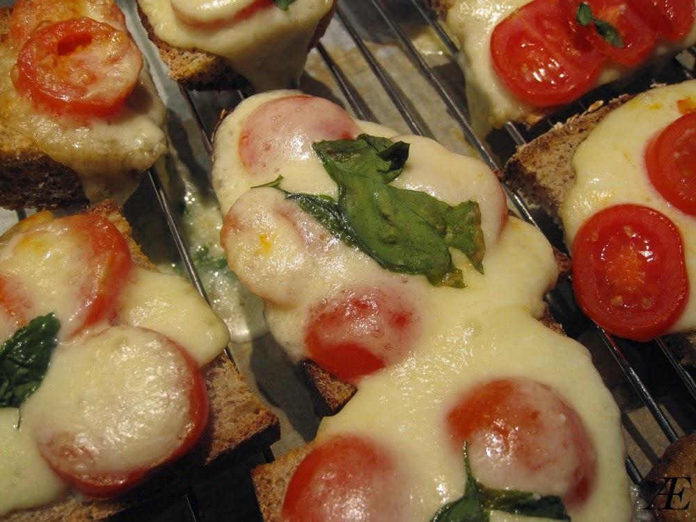 Lune og lækre brød med mozzarella og tomat!
