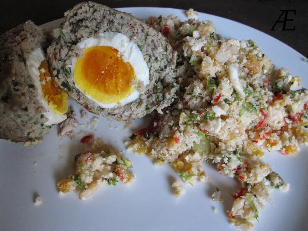 Skotske æg og salat med blomkålsris