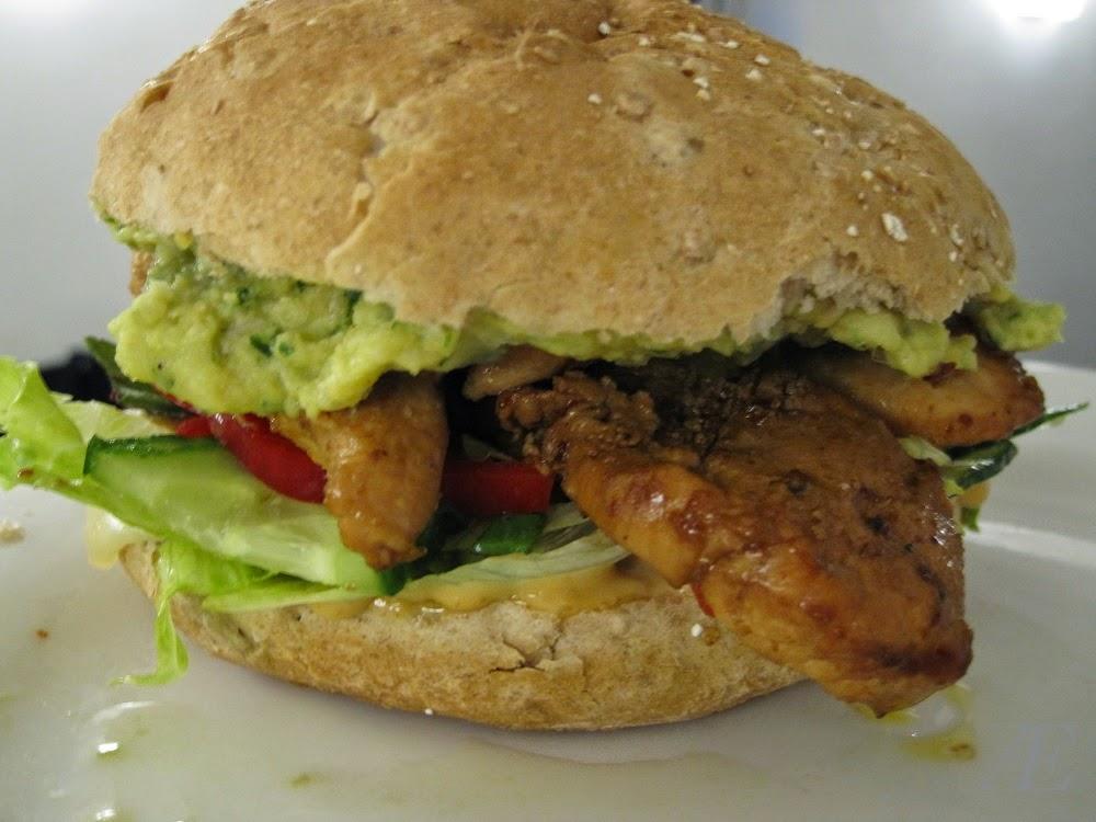 Burger med humus og kylling