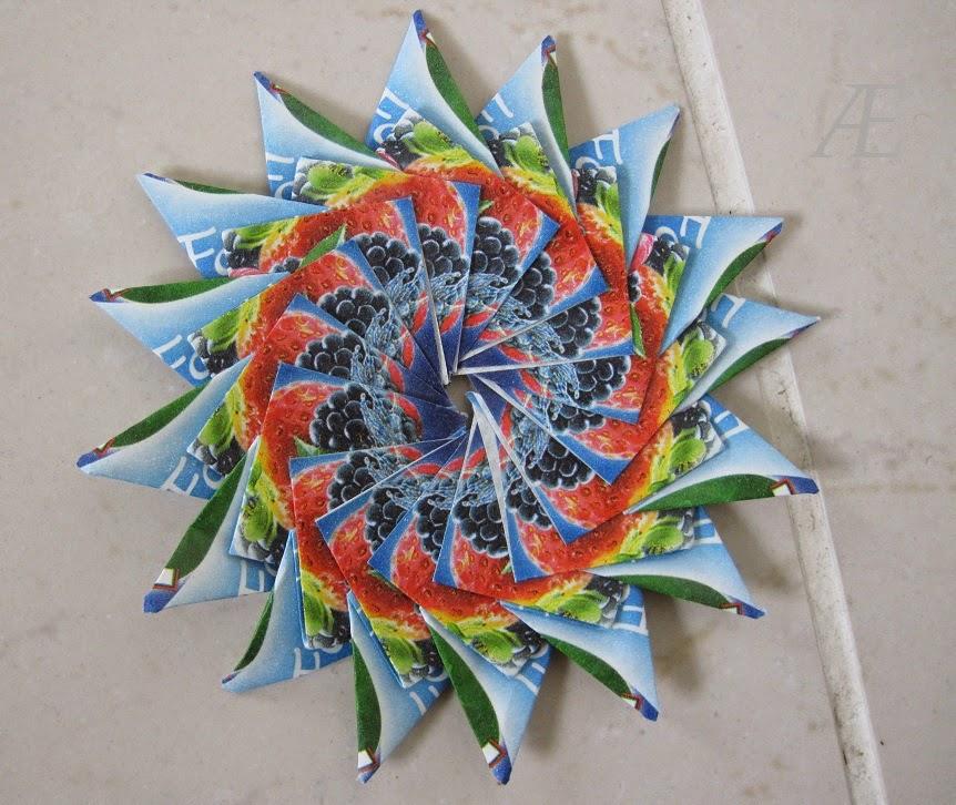 Variation af origami stjerner, med 16 spidser.