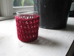 Rød hæklet lysestage