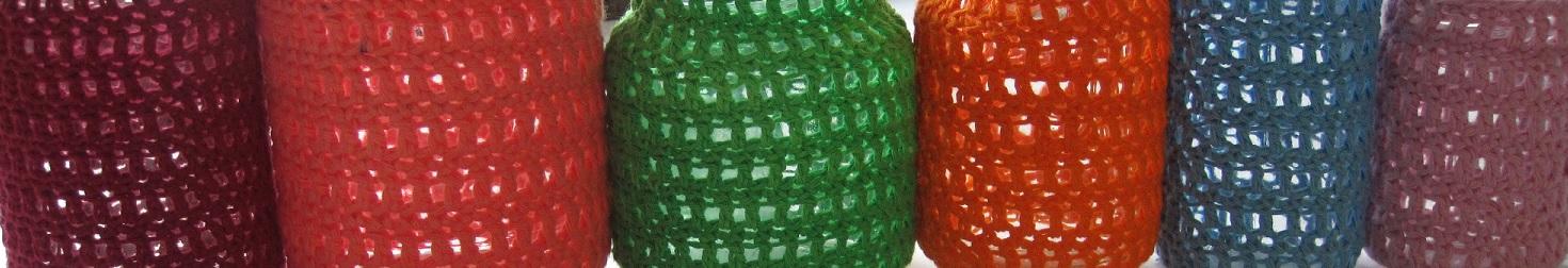 En stribe hjemmelavede hæklede lysestager