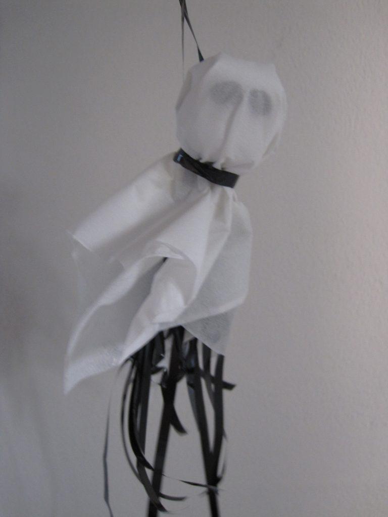 Færdigt, hjemmelavet halloween spøgelse