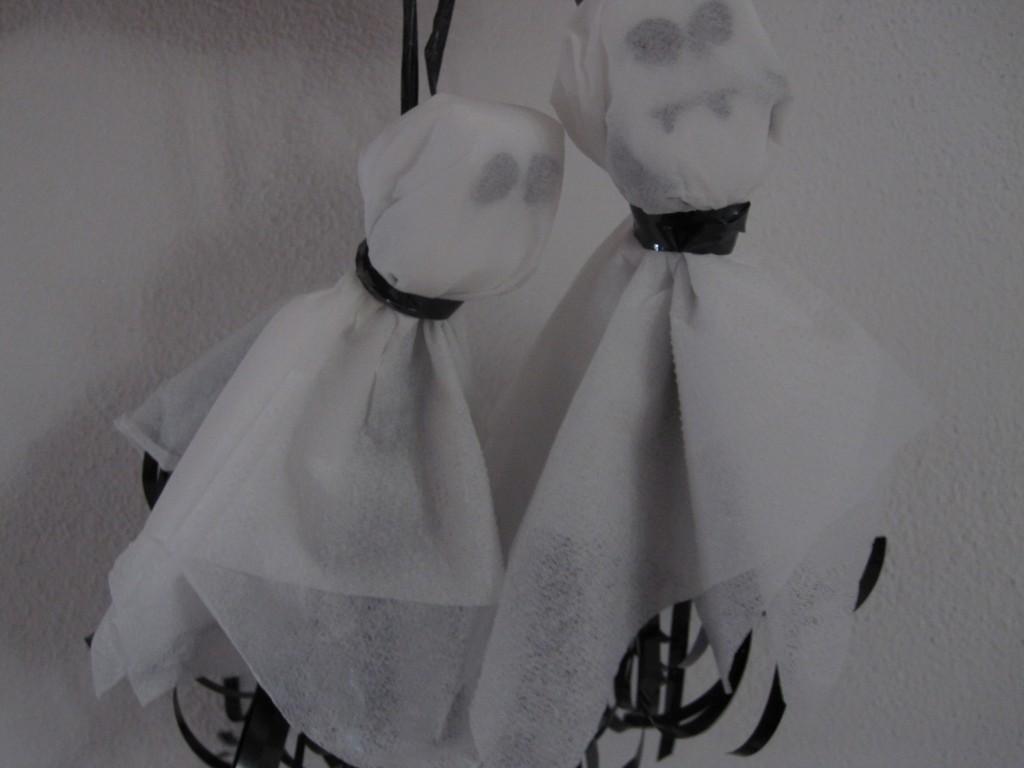 Hjemmelavede, uhyggelige Halloween Spøgelser, af genrugs materialer