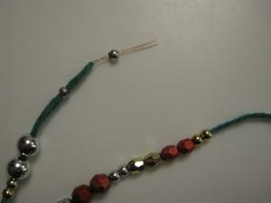perlenål med perler, til hæklede juletræer
