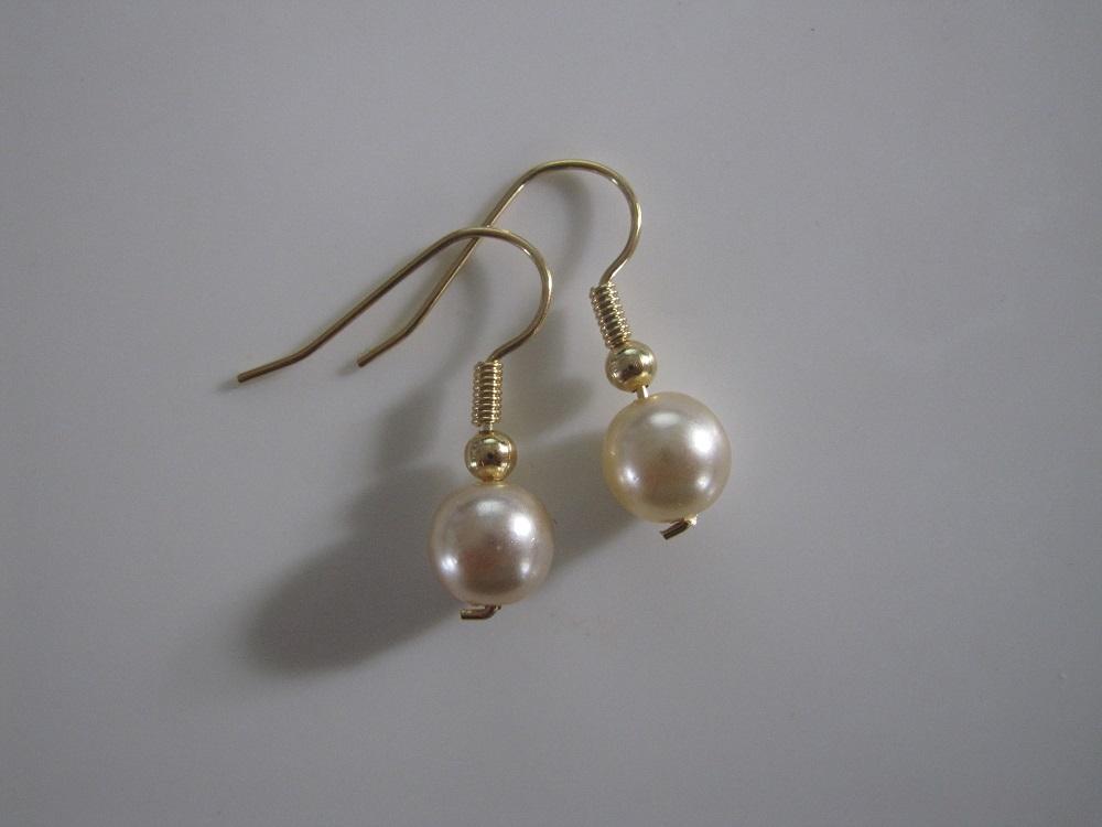 Fine og enkle perleøreringe, som du selv kan lave!
