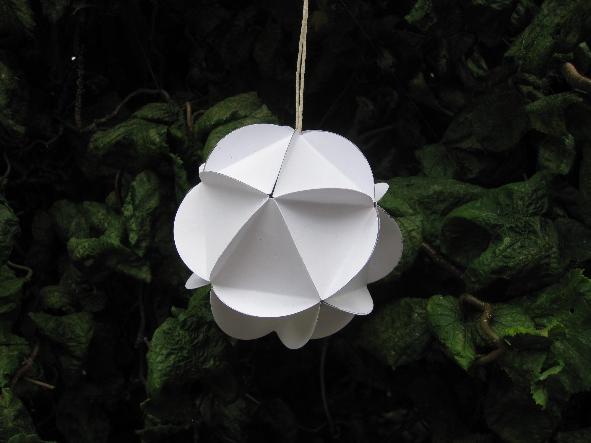 Foldet papir bold / kugle