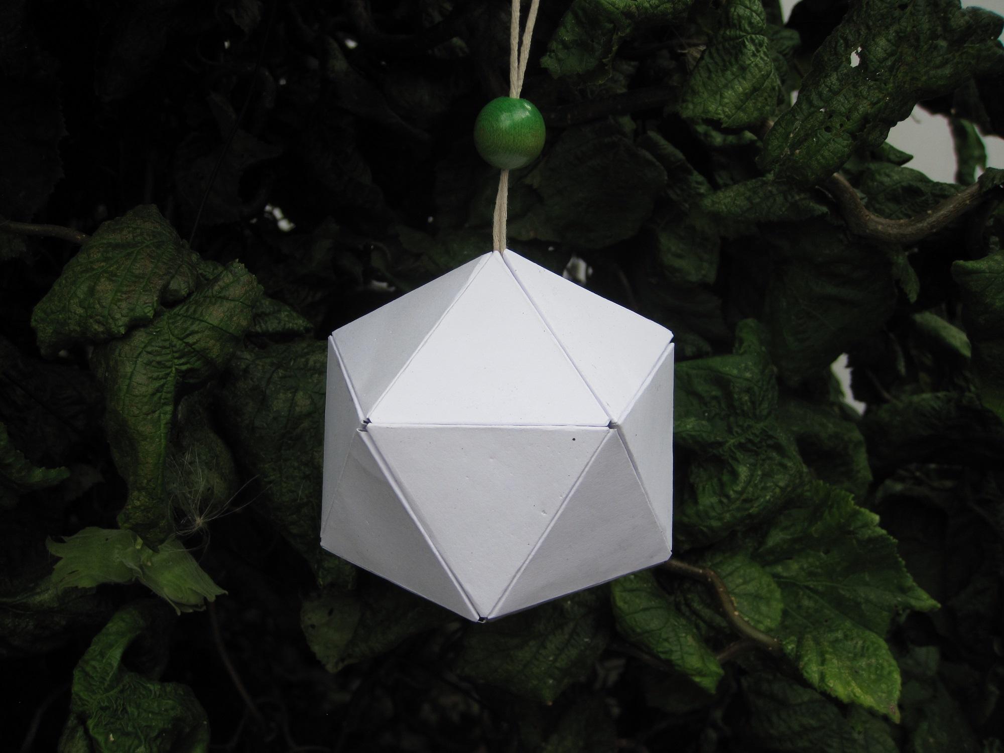Variation af en hjemmelavet papir bold / kugle
