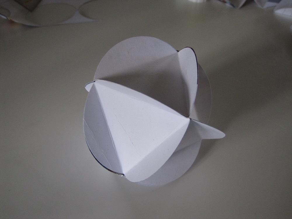 Lille papir bold af 8 cirkler