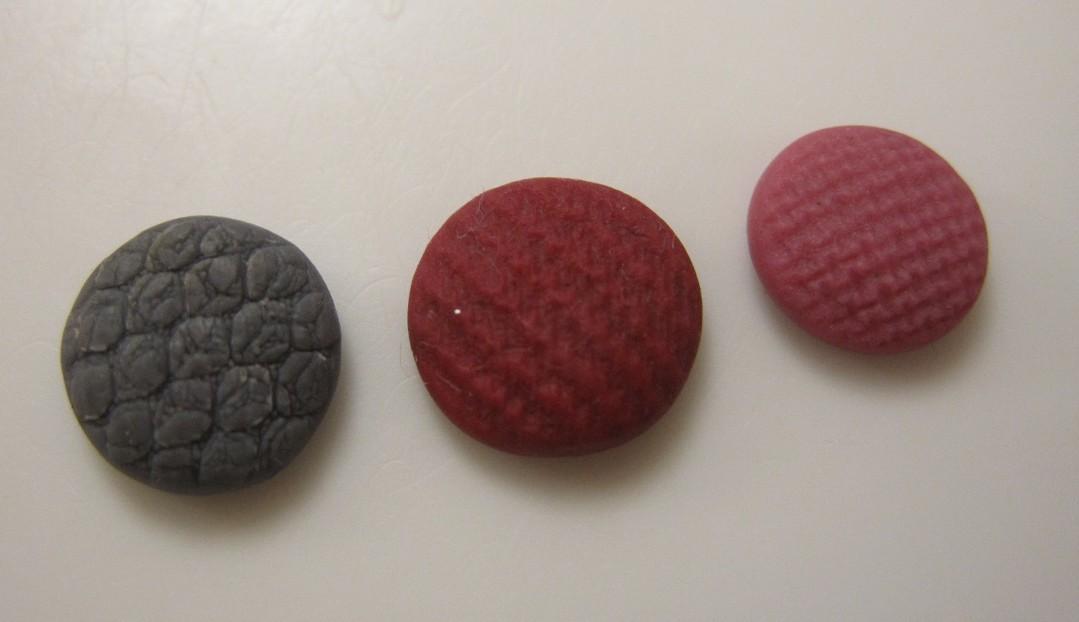 Hjemmelavede ørestikker af cernit eller fimo ler, med stof mønster
