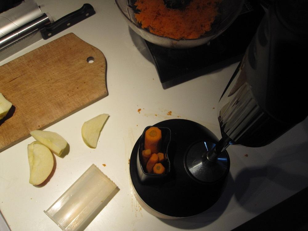 Ingredienser til råkost, revet med en Bamix