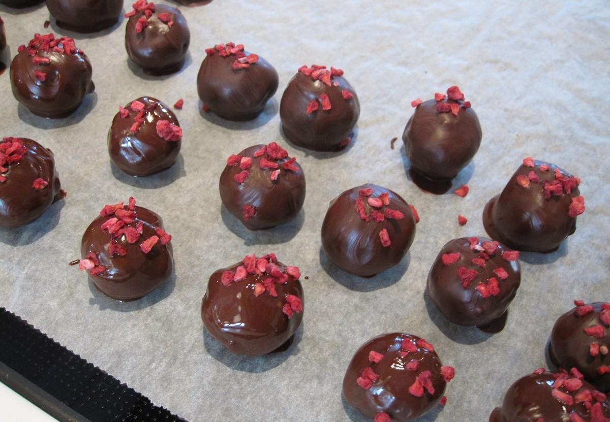Sundere konfekt med ingefær smag og hindbærkrymmel