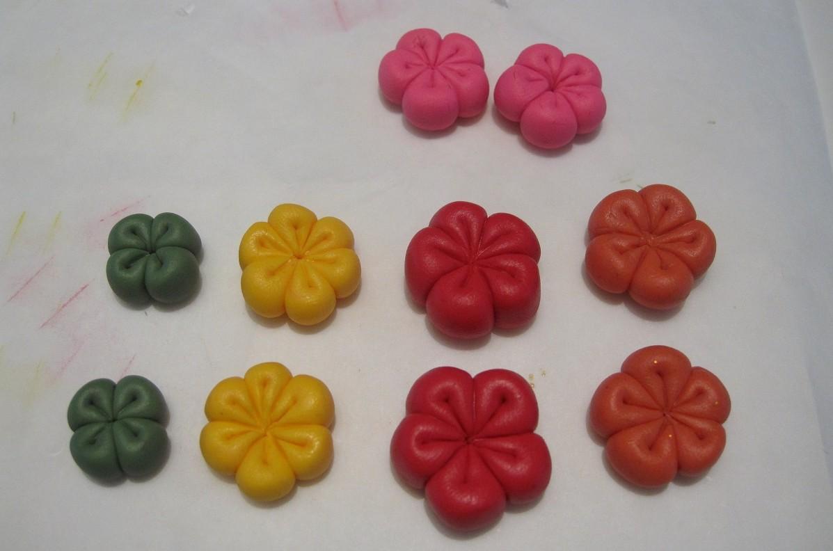 Enkle, hjemmelavede blomster af polymer ler - DIY