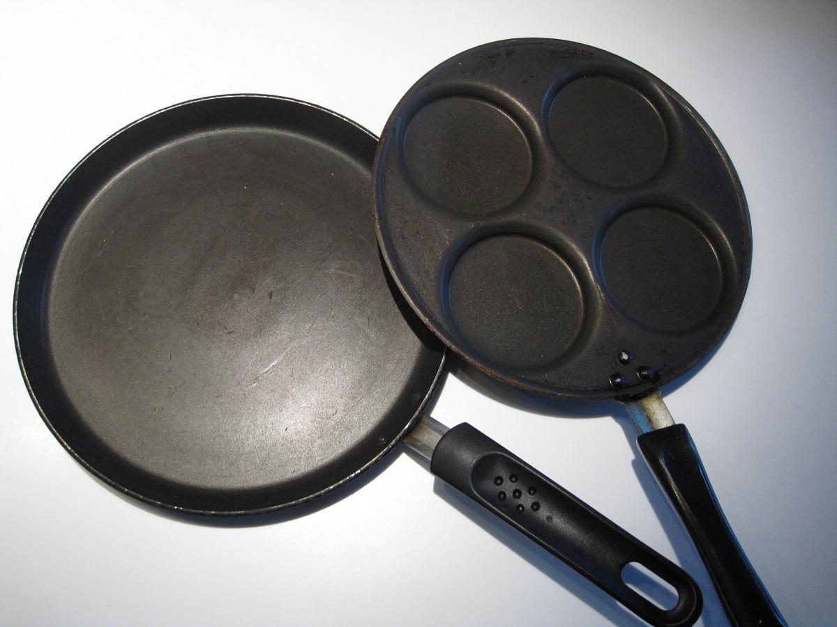 Forskellige pandekage pander, som f.eks kunne bruges på pandekage dagen