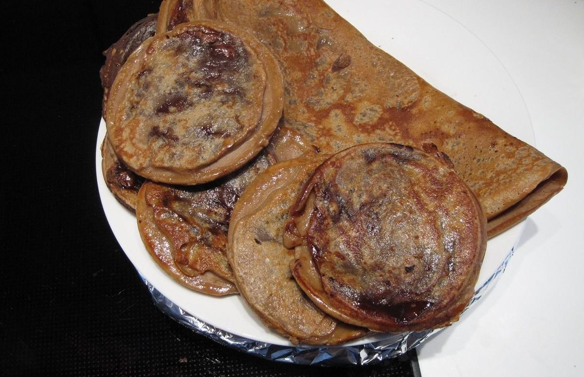 Store og små pandekager med Nutella