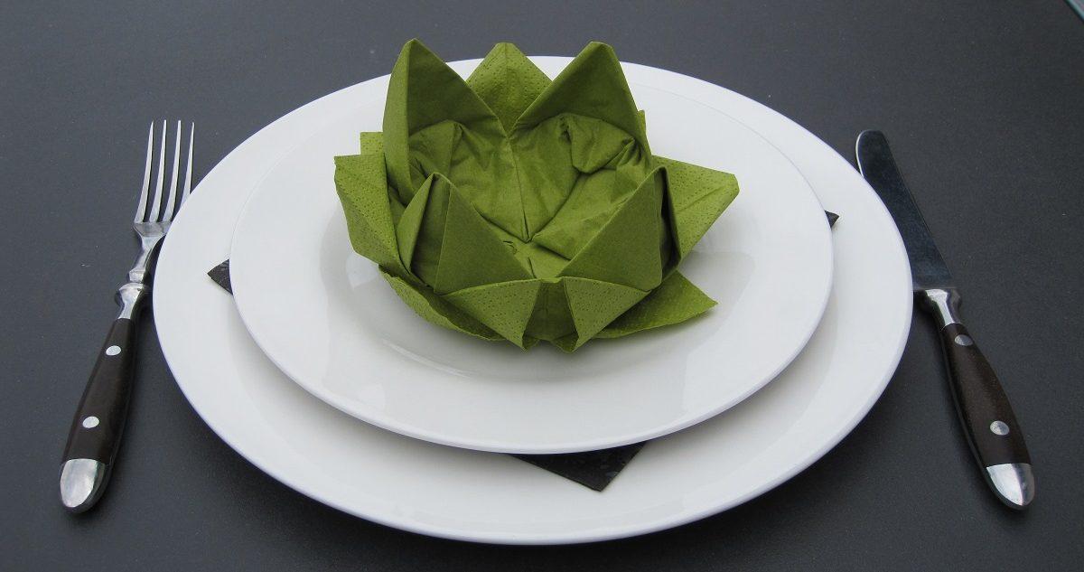 Borddækning med Åkande/lotus blomst servietter, som du selv kan folde!