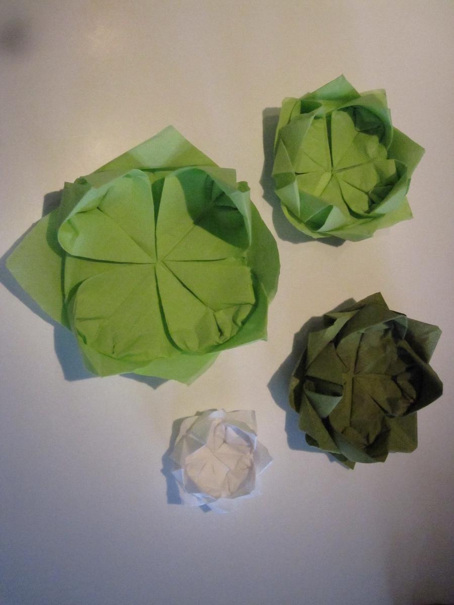 Variationer af åkande/lotus blomst servietter - DIY