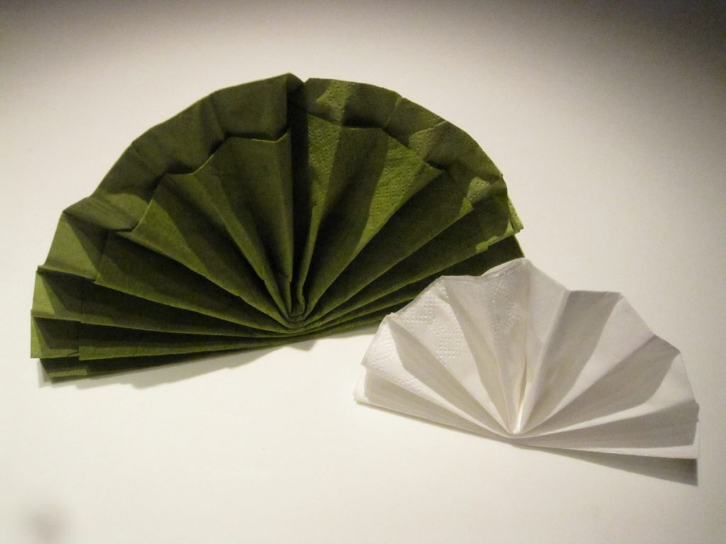 Guide til hvordan man folder traditionelle vifte servietter