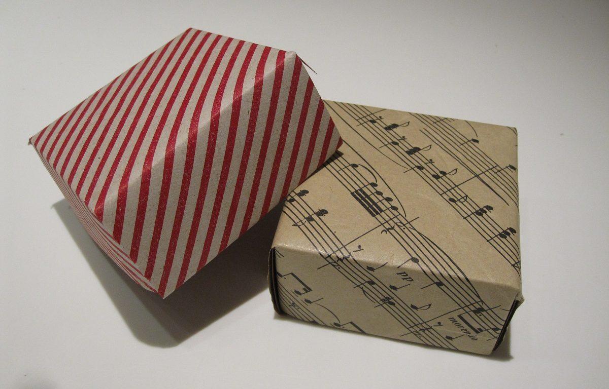 Fine hjemmelavede æsker af papir