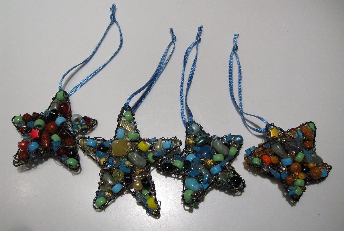 Hjemmelavede julestjerner af perler