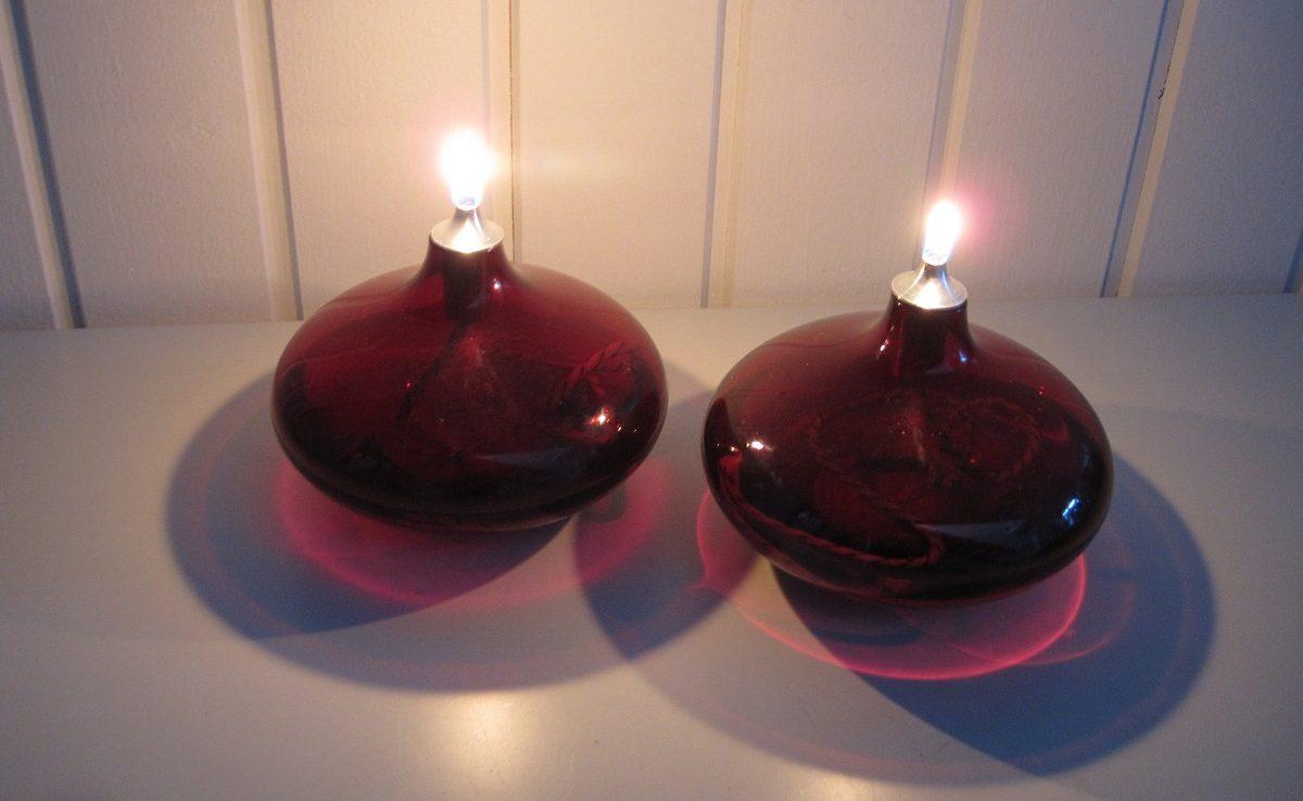 Hjemmelavede røde olielamper