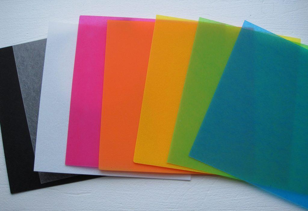 Farverige krympeplast ark