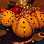 Appelsiner med nelliker og riller med juliennejern