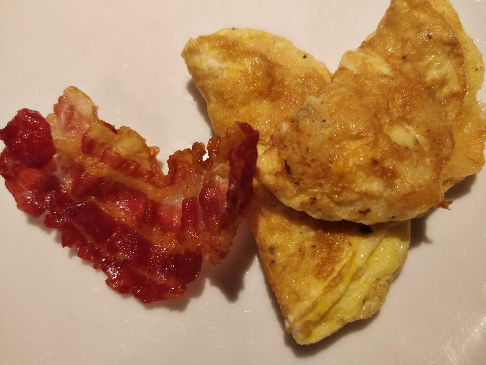 Opskrift på miniomeletter med bacon og mozzarella