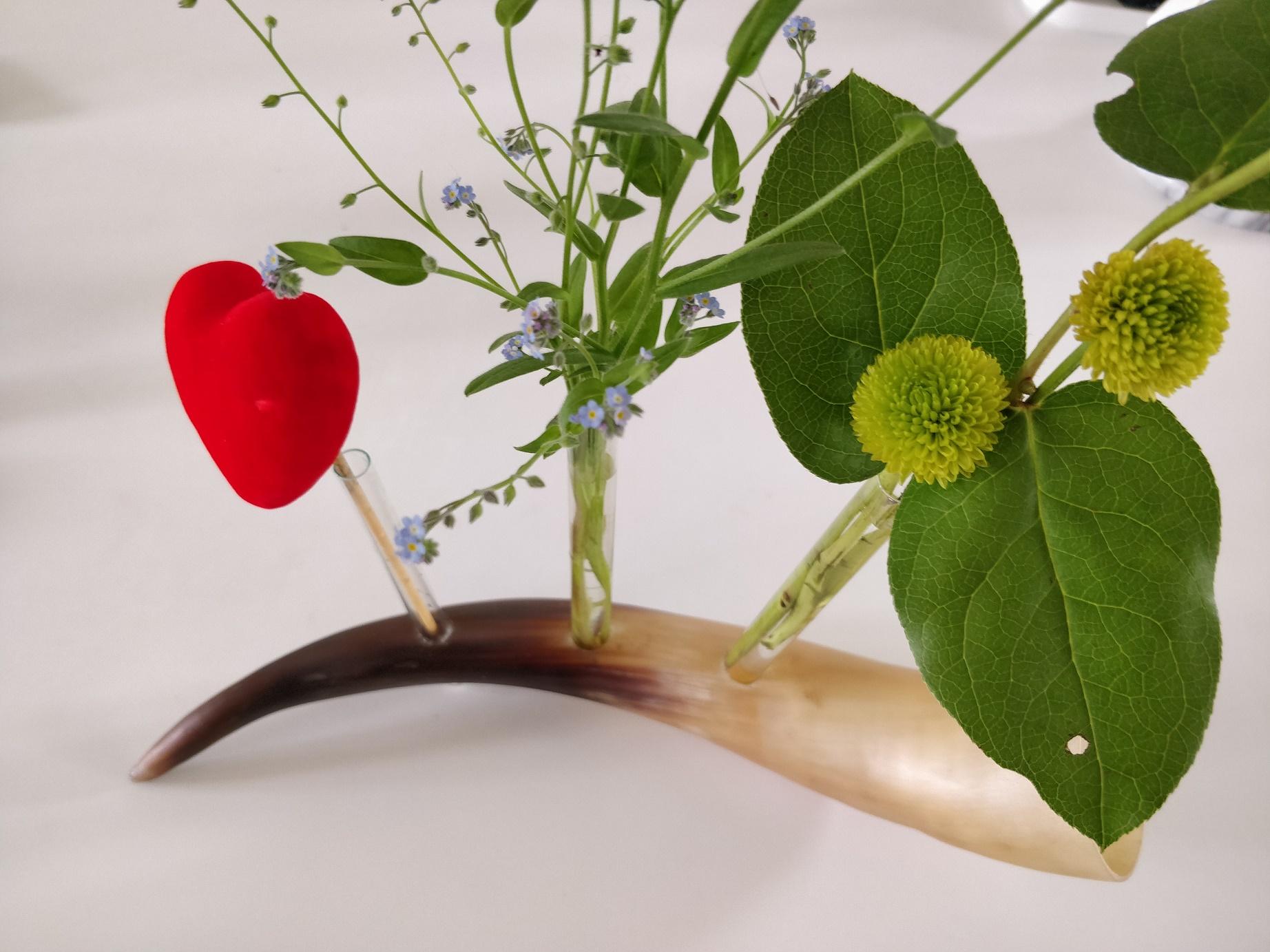 Mors dags gave - vase af horn og glasrør fra vaniljestænger