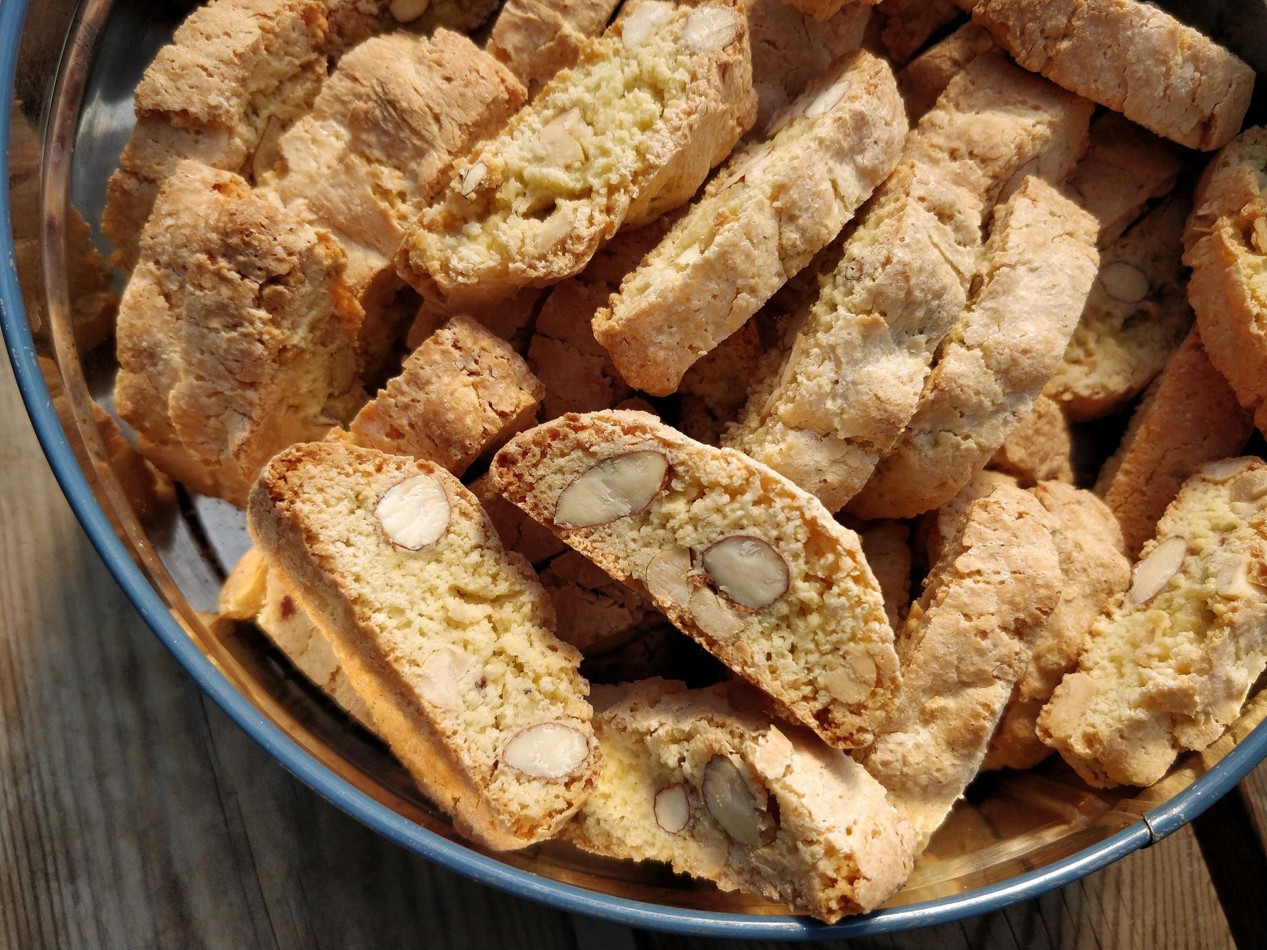 Opskrift på super nemme biscotti med peanuts og mandler