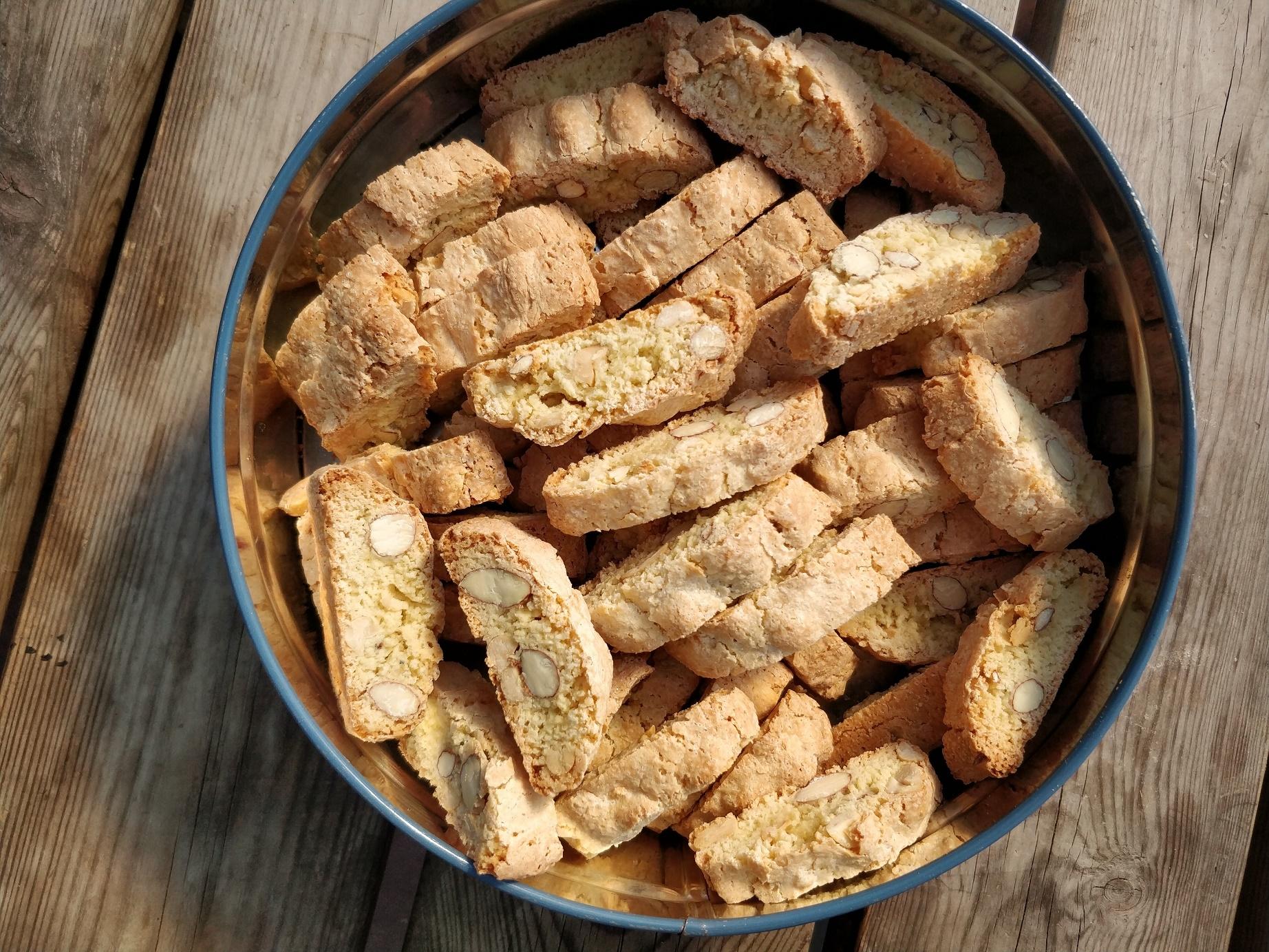 opskrift på hjemmebagte biscotti med mandler og peanuts