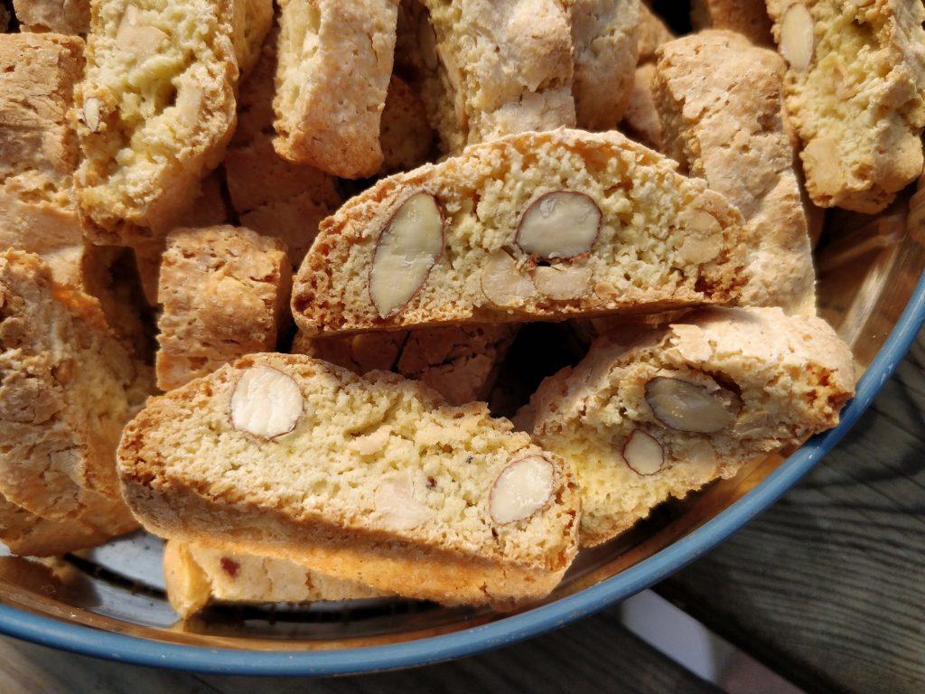 Super gode og nemme, hjemmelavede biscotti med peanuts og mandler