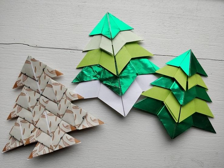 Guide til foldede origami juletræer