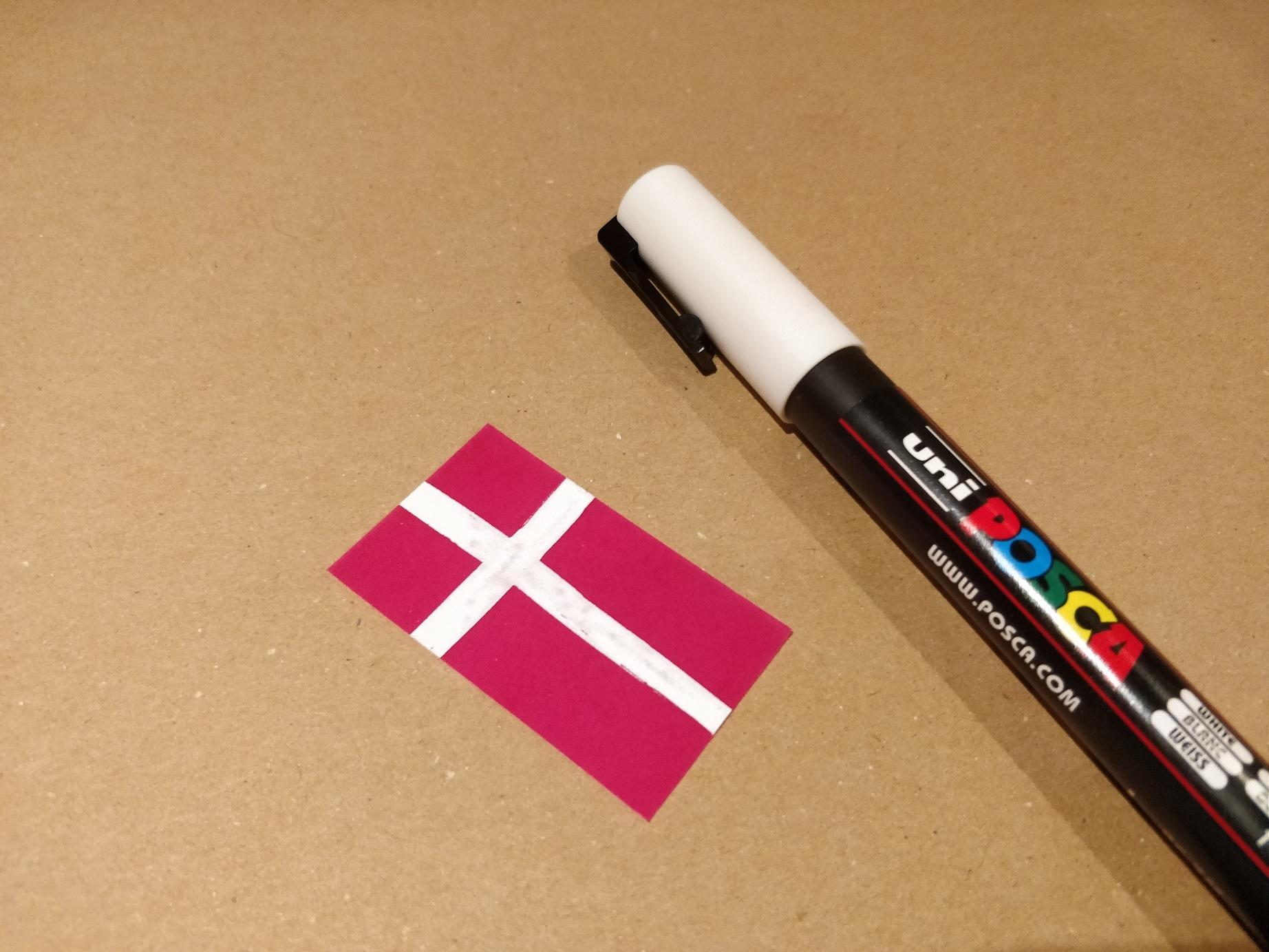 Flag på krympeplast tegnet med posca