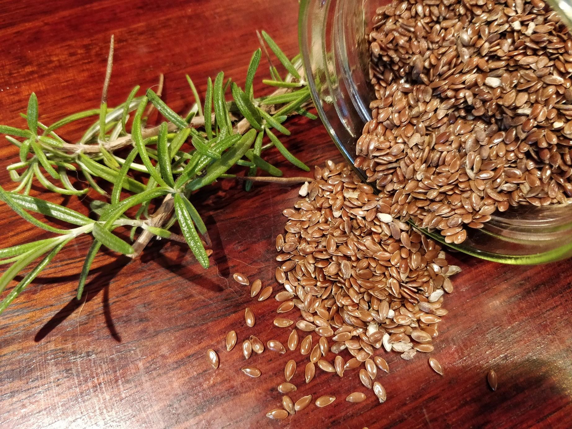 Rosmarin og hørfrø til flaxseed gel