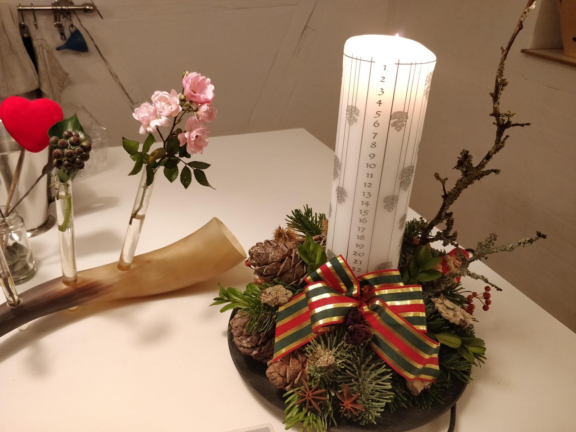 Juledekorationer med levende lys spreder hygge i julen, med hvilke lys er mest miljøvenlige? - Bæredygtig jul
