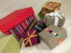 Kasser og æsker beklædt med papir eller stof
